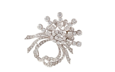 A DIAMOND FLORAL SPRAY BROOCH/ PENDANT of approx, 3.00 ct in...