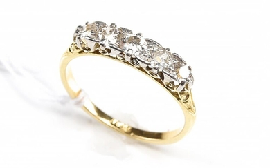 A LATE VICTORIAN FIVE STONE DIAMOND RING IN PLATINUM AND 18CT GOLD, CIRCA 1900s, SIZE L-M, 2.3GMS