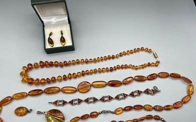 A Lot of vintage amber bead necklaces, pendants and bracelet...