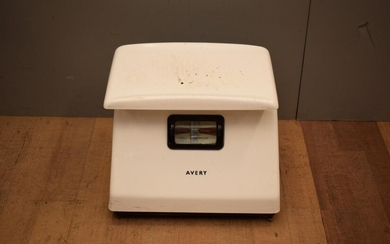 A MID-CENTURY 'AVERY' SET OF SCALES (40H X 50W X 44D CM) (A/F)