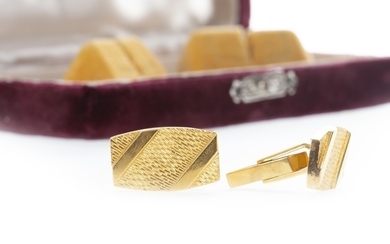A PAIR OF 1970S CUFF LINKS