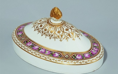 A Saint Petersburg porcelain cloche from the wedding service for Grand Duchess Maria Pavlovna