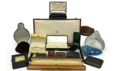 A collection of eighteen jewellery boxes, including a...