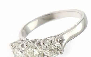 A diamond ring set with three brilliant-cut diamonds weighing a total of app. 1.78 ct., mounted in 18k white gold. K/VS-SI. Size app. 55.