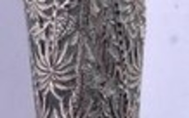 AN EARLY 20TH CENTURY INDIAN SILVER CANE HANDLE