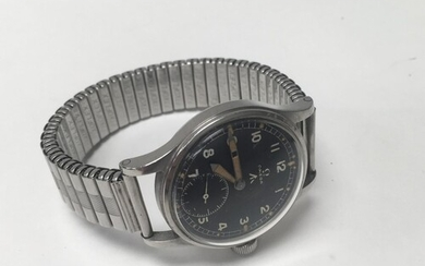 An Omega military issue gents watch with black dial, movemen...