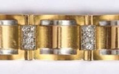 Beautiful BRACELET tank with nine articulated rectangular links in yellow gold and platinum linked by 8/8 diamond-paved half-cylinders (accident, one axis to be revised).