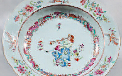China porcelain soup plate. Qianlong, 18th century, circa 1735. Contoured shape, decorated with the enamels of the Rose Family, in the centre of a figure sitting on a rock and playing the oboe in a medallion made of rockery elements, birds in flight...