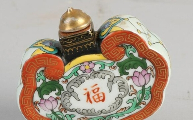 Chinese porcelain snuff bottle with floral / gold and