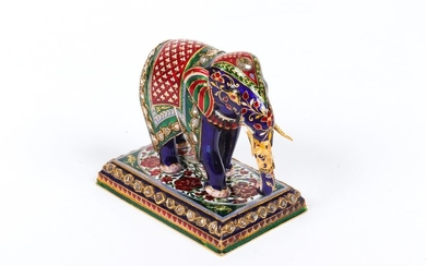 Gold elephant of more than 21.6 karat absolutely...