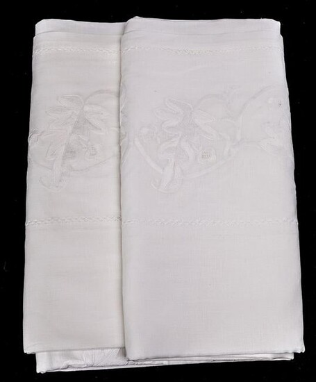 Linen tablecloth embroidered with vine leaves.