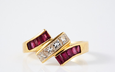 Ring 18k gold diamonds and rubies