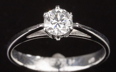 Ring of 585 white gold with brilliant cut diamond