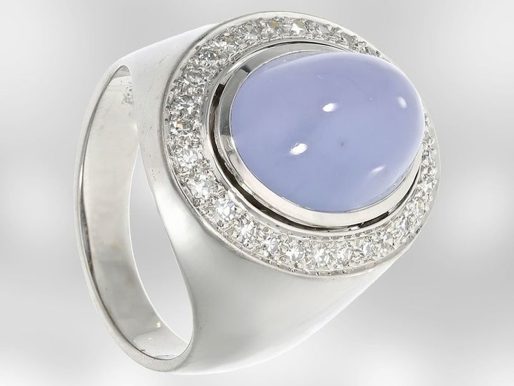 Ring: beautiful white gold ring with chalcedony and...
