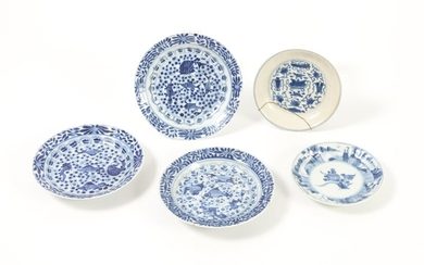 Set of 3 Similar Chinese Porcelain Blue and White Dishes and Two other Dishes, 18th Century FR3SHLM