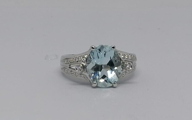 White gold and Aquamarine Ring