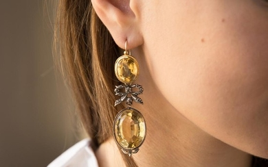 XIXEME SIECLE PAIRE DE PENDANTS D'OREILLES CITRINES A XIXth century citrine, silver and gold pair of ear pendants.