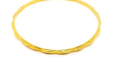 Yellow gold bangle with flat and pyramid type decorated wire...