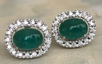 18 kt. White gold earrings with approx 2.40 ct Emerald