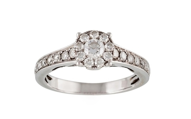 A DIAMOND CLUSTER RING, of approx. 0.70ct in total G VS, mou...