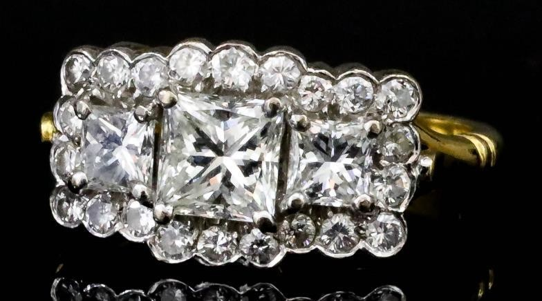 A Diamond Cluster Ring, Modern, in 18ct gold mount,...