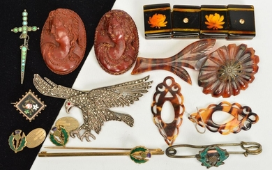 A SELECTION OF JEWELLERY, to include a marcasite eagle brooc...