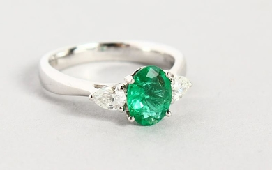 AN 18CT WHITE GOLD, EMERALD AND DIAMOND RING, the