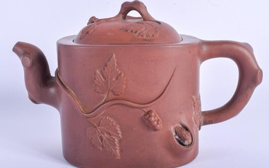 AN EARLY 20TH CENTURY CHINESE YIXING POTTERY TEAPOT AND