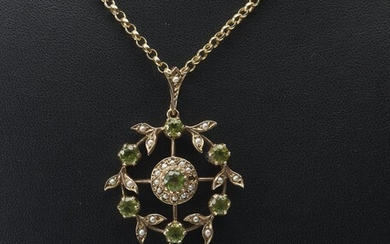 AN EDWARDIAN STYLE PERIDOT AND SEED PEARL PENDANT IN 9CT GOLD, TO A BELCHER LINK CHAIN IN 9CT GOLD, LENGTH 50CM, 11.9GMS