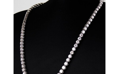 AN IMPRESSIVE 18CT WHITE GOLD NECKLACE SET WITH 20CT OF GRAD...