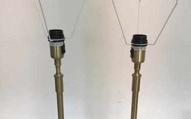 Aage Petersen: A pair of telescope table lamps of brass with pleated acrylic shades. Manufactured by Le Klint. H. 64/86 cm. (2)