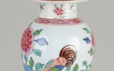 Antique Chinese porcelain Family Rose vase with lid