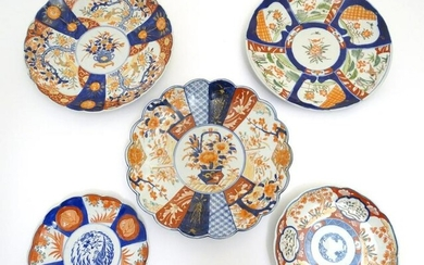 Five assorted Imari plates / chargers, four with lobed