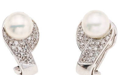 PAIR OF CULTURED PEARLS AND DIAMONDS EARRINGS. 14K WHITE GOLD