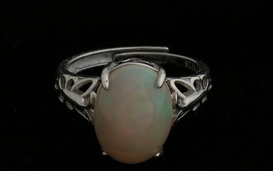 Silver ring, 925/000, with white Welo opal, oval model