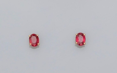 Yellow gold ear chips, 750 MM, each decorated with an oval treated ruby, total about 3.30 carats, Alpa system, weight: 2.15gr. gross.