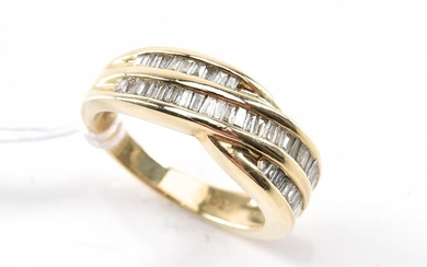 A DIAMOND DRESS RING SET WITH BAGUETTE CUT DIAMONDS, IN 9CT GOLD, SIZE M, 4.5GMS