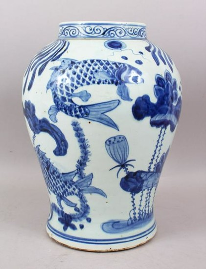 A LARGE CHINESE BLUE & WHITE PORCELAIN KOI CARP FISH