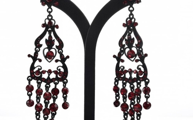 A PAIR OF LARGE RED PASTE COSTUME EARRINGS, TO POST AND BUTTERFLY FITTINGS, TOTAL LENGTH 11CM
