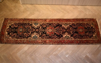 A SOLID & DURABLE PERSIAN MEHRABAN HALL RUNNER. 100% WOOL. DENSE PILE. EX-GALLERY STOCK. IN SUPERB CONDITION. HAND-KNOTTED VILLAGE W...