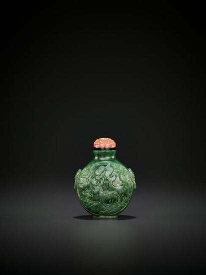 A SPINACH-GREEN JADE SNUFF BOTTLE, QING