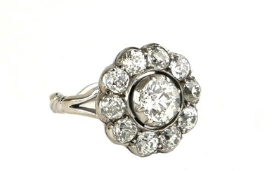 A VICTORIAN 18CT GOLD AND OLD CUT DIAMOND DAISY CLUSTER RING...