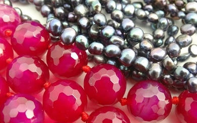 "A retro fuchsia coloured quartz bead necklace 46"" long"