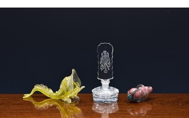 An Art Deco cut glass scent bottle with intaglio stopper, 19...