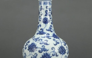 Chinese Blue White Lotus Pattern Gallbladder Vase