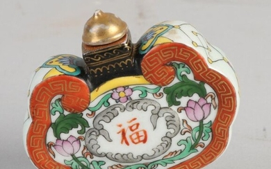 Chinese porcelain snuff bottle with floral / gold and Chinese character decoration. With bottom mark. Size: 6 x 7 x 2 cm. In good condition.