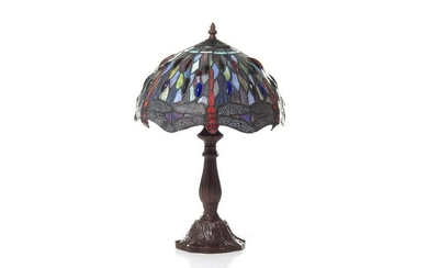 DECORATIVE STAINED GLASS TABLE LAMP