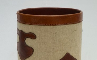 Danish design: Paper bin of leather and canvas, inside with rosewood imitation. H. 30 cm. Diam. 23 cm.