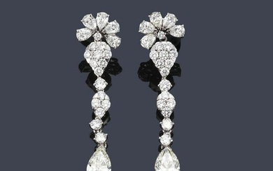 Long earrings with brilliant-cut diamonds and a pair of