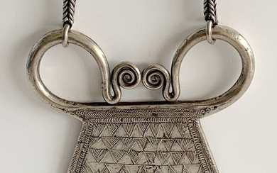 "Necklace and pendant - Silver - Poids : 180 grs - ""cadenas"" Hmong - Golden Triangle - Very early twentieth"